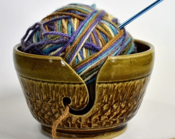 Ceramic Yarn Bowl, Crochet Bowl, Knitting bowl, Yarn Ball Holder, Ceramic Yarn Holder, Pottery Yarn storage, Pottery Yarn Bowl, Gift for mom