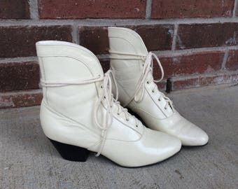 vtg 80s CREAM lace up GRANNY BOOTS 6 leather Victorian boho hippie heels shoes womens pixie gothic romantic preppy