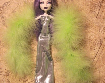 Monster High Green Silver Gown and Green Boa