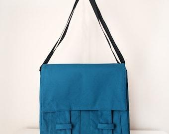 Messenger Bag /  Shoulder Bag for Men and Women / Cross Body Bag with Pockets in Teal Blue