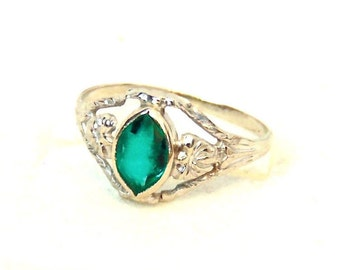 Sale!  Vintage 10K White Gold Green Stone Ring, Marquise Cut. Glass Stone. Emerald Colour