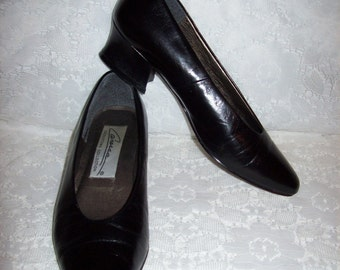 Vintage Ladies Black Leather Pumps by Caressa Size 8 Only 8 USD