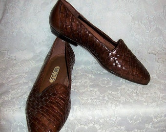 Vintage Ladies Brown Woven Leather Slip Ons Flats by Nicole Size 6 Only 9 USD