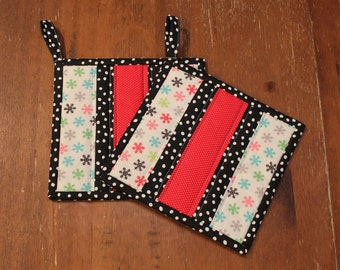 Quiltet Pot holder set, Snowflake Fabric Trivet, Hot Pads, Red Black Grey and White, Kitchen Decor, Country Kitchen, hotpad, Gift, trivet