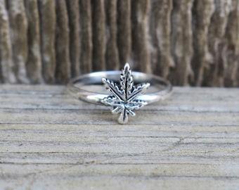 Cute Vintage 925 Sterling Silver Leaf Ring