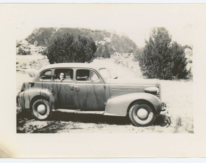 Vintage Snapshot Photo: Woman Framed in Back Window of c1930s Oldsmobile (611520)