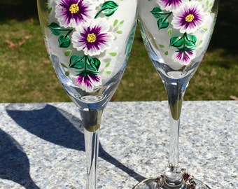 Champagne Glasses Hand Painted Purple Flowers and Wine Glass Charms, Set of 2, Birthday Gift, Wedding Gift, Anniversary Gift, Wedding Gift