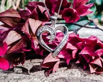 10kt White Gold Diamond Heart Necklace A382