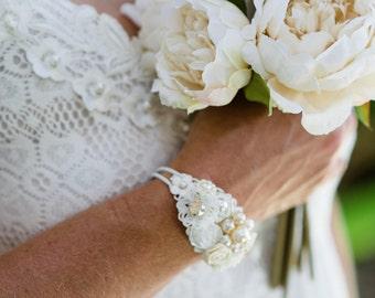 Cream Shabby Chic Wedding Bracelet, White and Cream Flower Corsage Bracelet, Bridal Corsage, Vintage Corsage Cuff, Bridal Bracelet Cuff