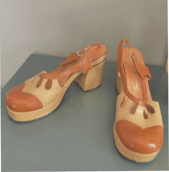 Fab 70s platforms. 38 EU size/ 7 US size. Beige/brown leather hippie women's footwear, made in Greece. In a very good vintage condition.