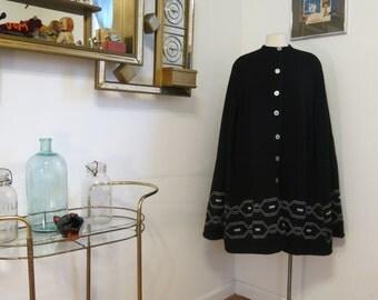 Vintage 1970s Knit Poncho Black and white