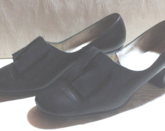 "Vintage HEELS, PUMPS, SHoeS, Black Pumps, Black Leather Heels, Size 5.5 M, Basic Black, ARPeGGioS, Timeless Styling, 2"" Heel, Made in USA"