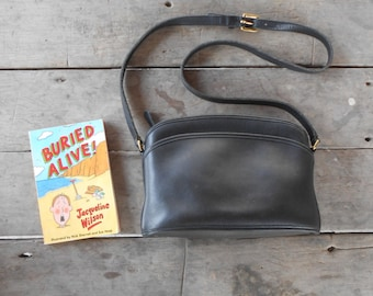 Vintage COACH Bag No.M6C-9976 / Black / Leather Crossbody Bag , Shoulder Bag , Purse / Medium / Authentic / GREAT Condition