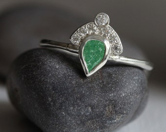 crown ring sterling silver - fan ring - green stone - princess - royal - art deco - statement ring - emerald ring -