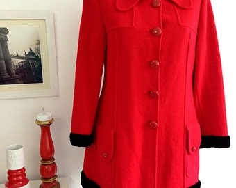 Vintage 60s red  wool pea coat with black faux fur in cuffs and on the edge. Made in Spain. Size 46 EUR 18 UK 14 USA