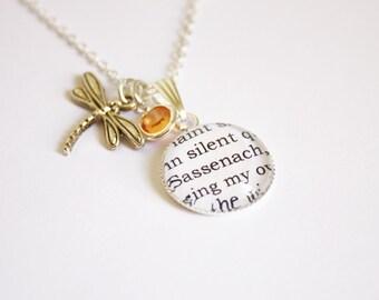 Outlander page necklace. Diana Gabaldon. Jamie. Claire. Sassenach. Bood of my blood. Je suis Prest