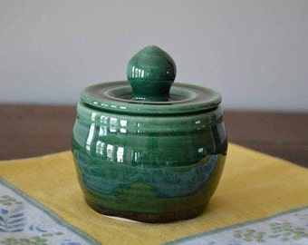 sugar bowl, jar, covered jar, jelly jar, honey jar, honey pot, relish dish, condiment jar, trinket jar