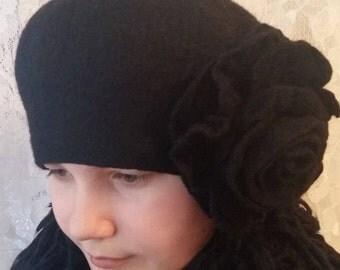 Felt wool hat.Black hat.Black felt beret.Black rose.Handmade.Merino wool.Women hat..