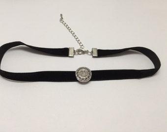 Choker (round neck) in black velvet with Pearl rhinestone ref 781
