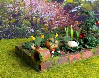 Animal Miniature, snail on mossy Flower Pot, Garden 1/12 scale Dollhouse Decoration accessory