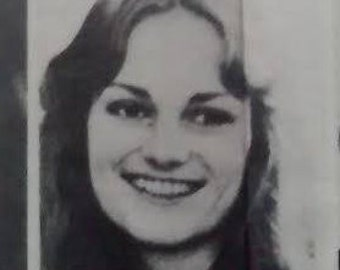 Patty Hearst FBI Wanted Poster April 1975