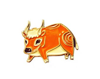 BULL enamel pin cow pin, texas girl college student gift, backpack pins rodeo jewelry lapel pin badge longhorns brooch pin, bull horns