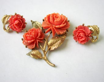 Mid Century Vintage Carved Coral Celluloid Demi Parure / Carved Celluloid Brooch / Carved Celluloid Clip Earrings / Roses / 1960s
