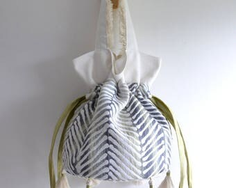 Betty G. Bucket. Simple top handle bag. Green and white everyday shopping bag. Style151GG. Ready to ship