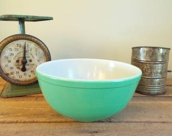 "Aqua/Turquoise 8.5"" Pyrex Mixing Bowl - no number"
