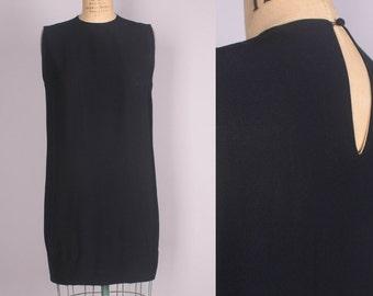 1960's Shift Dress // Little Black Dress // mod vintage (medium)