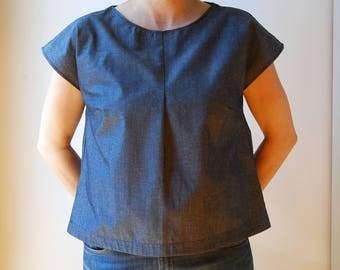 blue chambray fabric blouse, woman blue shirt, minimalist camisole, cap sleeve blouse, woman apparel, chemise pour femme, blue oxfort shirt