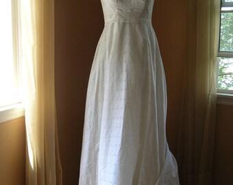 Vintage Eyelet Wedding Dress Hippie  Summer Country Barn Wedding Small