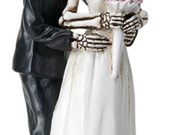 Wedding couple Posing - Wedding Cake Topper