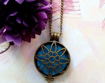 Essential Oil Diffuser, Antique Gold Diffuser Pendant, Aromatherapy Necklace, Locket Necklace, Womens Necklace, 3.175 cm x 4.45 cm, 1 Pc