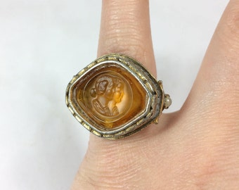 Vintage Yellow Glass Intaglio Double Cameo Portrait Ring with Winged Faces Size 6