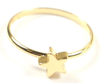 Dainty Gold Star Ring