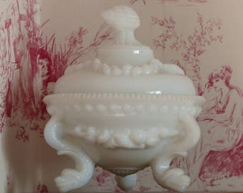 Milk glass candy dish. White milk glass sweet dish. Portieux. Vallerysthal. Wedding decoration.
