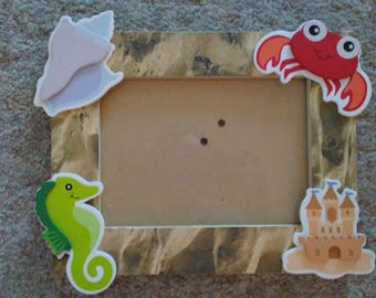 A Fun and Adorable Beach Themed Picture Frame