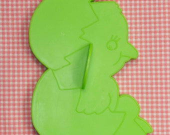 1978 Large Wilton Green Easter Chick In Egg Cookie Cutter Hong Kong