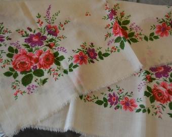 Vintage floral wool shawl, Ukrainian floral head scarf, floral babushka shawl, Cream floral wool fabric,floral wool shawl, floral wool scarf