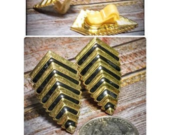 Vintage 1980s Gold and Black Clip-On Earrings | 80s Costume Jewelry | Black and Gold Striped Clip On Earrings | Retro Clip-Ons |
