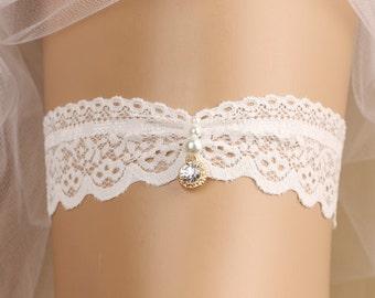 wedding garter, bridal garter, lace garter, white garter, rhinestone garter, toss garter, bridal accessories, pearl garter, beads garter