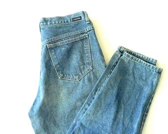 Calvin klein jeans, W26 L29. CK sports, blue natural wash, easy fit 80's baggy mom jeans. 100% cotton play jeans. Made in USA
