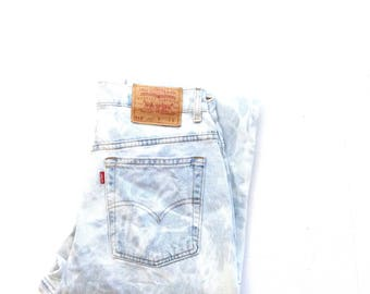 80's levi 512. W28 L29. Original levis cutom bleached light wash denim. Beach bum, high waisted, slim fit, straight leg jeans. Made in USA.