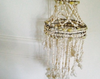 Hanging seashell / Suspension en coquillages/ Mobiles
