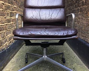 Charles & Ray Eames model ea 219 soft pad orginal Herman Miller model Mastermind chair in burgundy leather