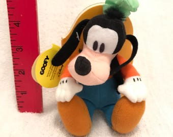 Mini Disney's Goofy Story Book With Attached Plush