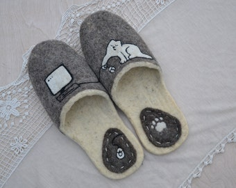 "Eco friendly handmade felted slippers. Slippers for home ""My cat is a programmer"""