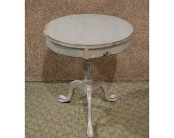 Vintage Mahogany Cottage Chic Round Distressed Accent Table
