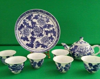 Vintage Blue and White Chinese Porcelain Tea Set Chinoiserie Hollywood Regency Teapot Teacups Hand-Painted Asian Peony Miniature Dollhouse
